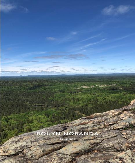 Paysage vu d'un sentier au Québec.